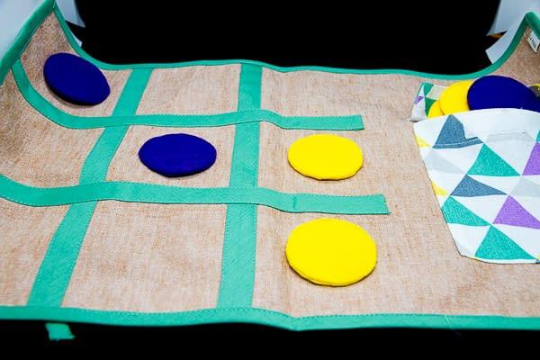 Jocs eco i sostenibles -tres en ratlla culets de tela